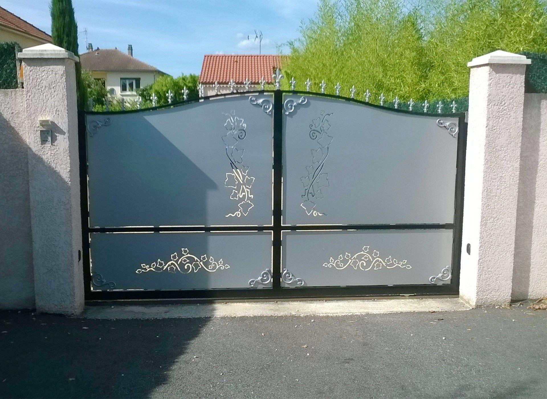 TCS drôme portail acier fer forgé