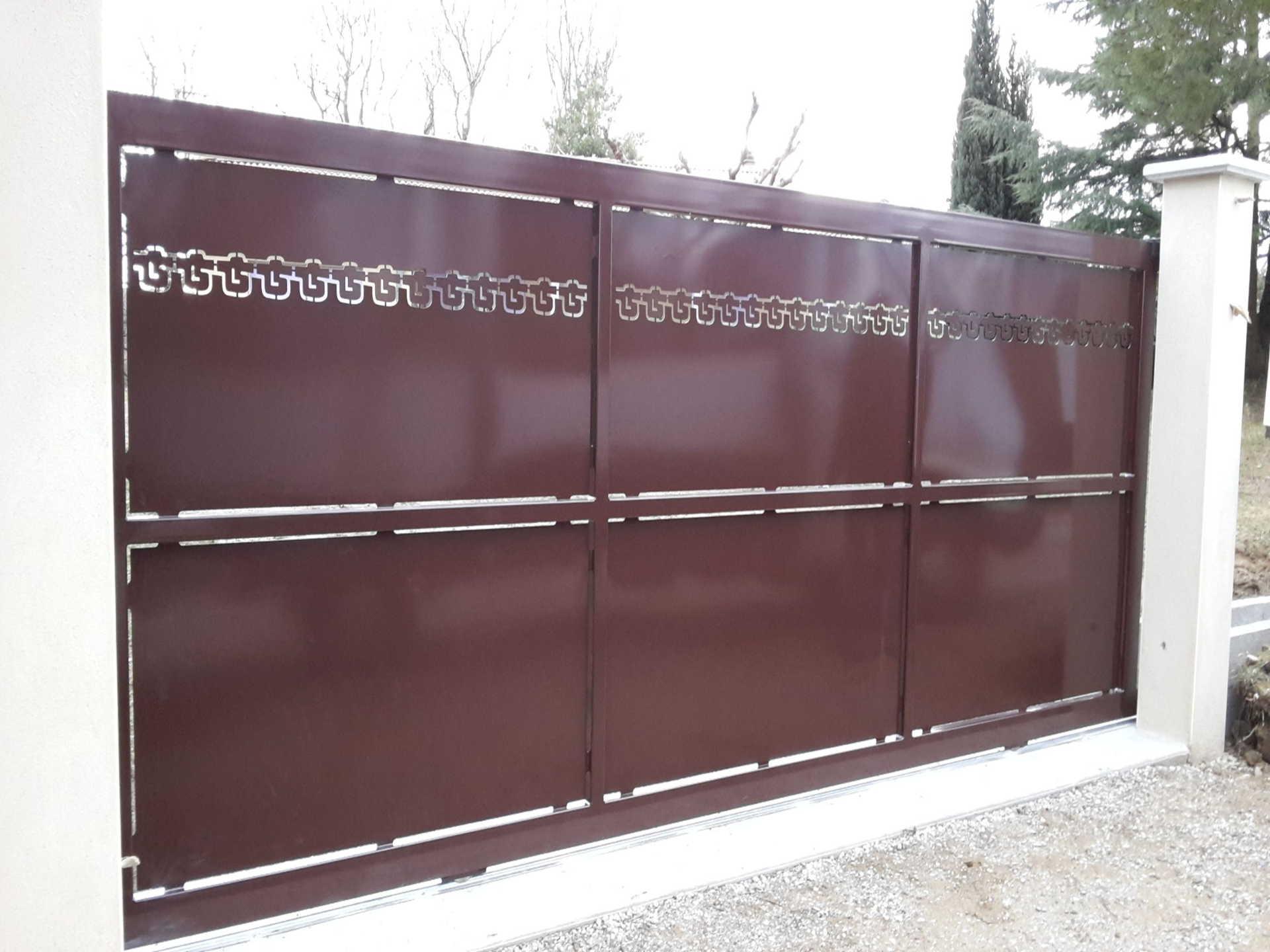 portail fer forgé acier